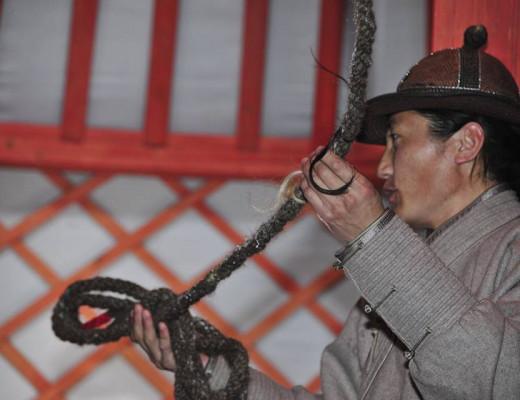 Монгол гэрийн чагтагын утга учир