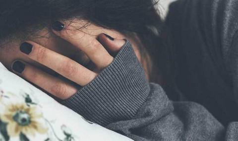 Муу хүнд сэтгэлээ уудалснаас чимээгүй газар сэтгэлээ онгойтол уйл